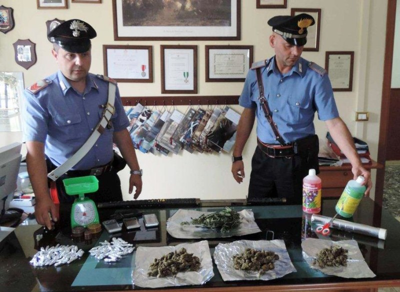 La droga sequestrata dai Carabinieri (1)