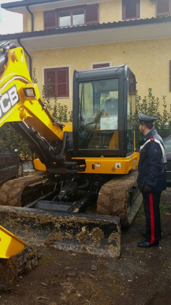 Il mezzo sequestrato dai Carabinieri (1)