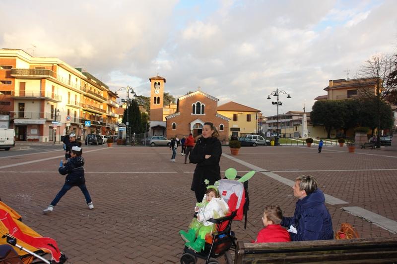 La piazza Giulio Cesare giovedì grasso alle ore 17,00