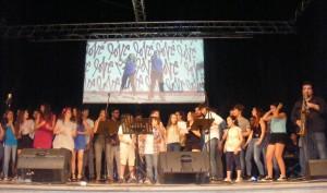 foto di gruppo esibizione finale di tutti allievi e insegnanti