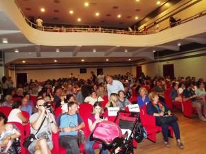 il numeroso pubblico del teatro Artemisio