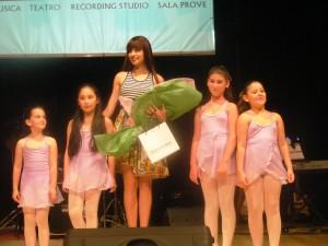 l'insegnante di danza classica e contemporanea Alice Motta e le sue allieve-