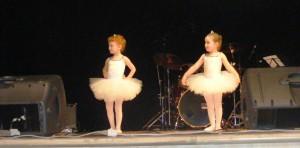 un'esibizione delle allieve di propedeutica danza classica