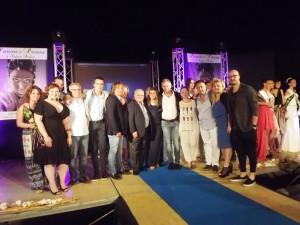 foto di gruppo organizzatori parrucchieri insieme al sindaco  Maurizio Caliciotti