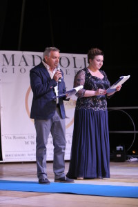 un momento scorsa edizione i presentatori Ciro Romaggioli e Roberta Recchia