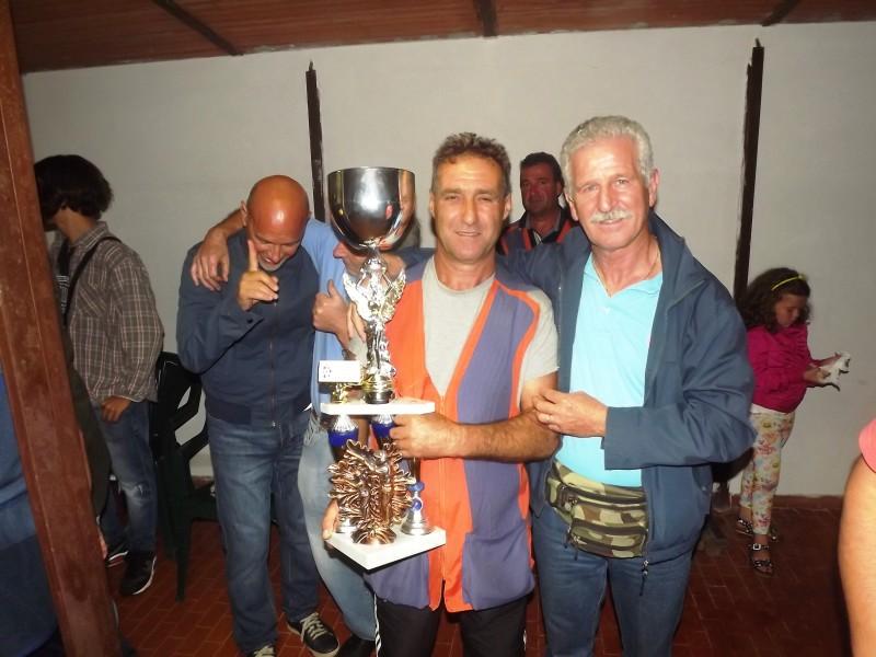 il vincitore del memorial Giorgio D'Arpino con il presidente Italcaccia provinciale di Roma Franco Antonelli