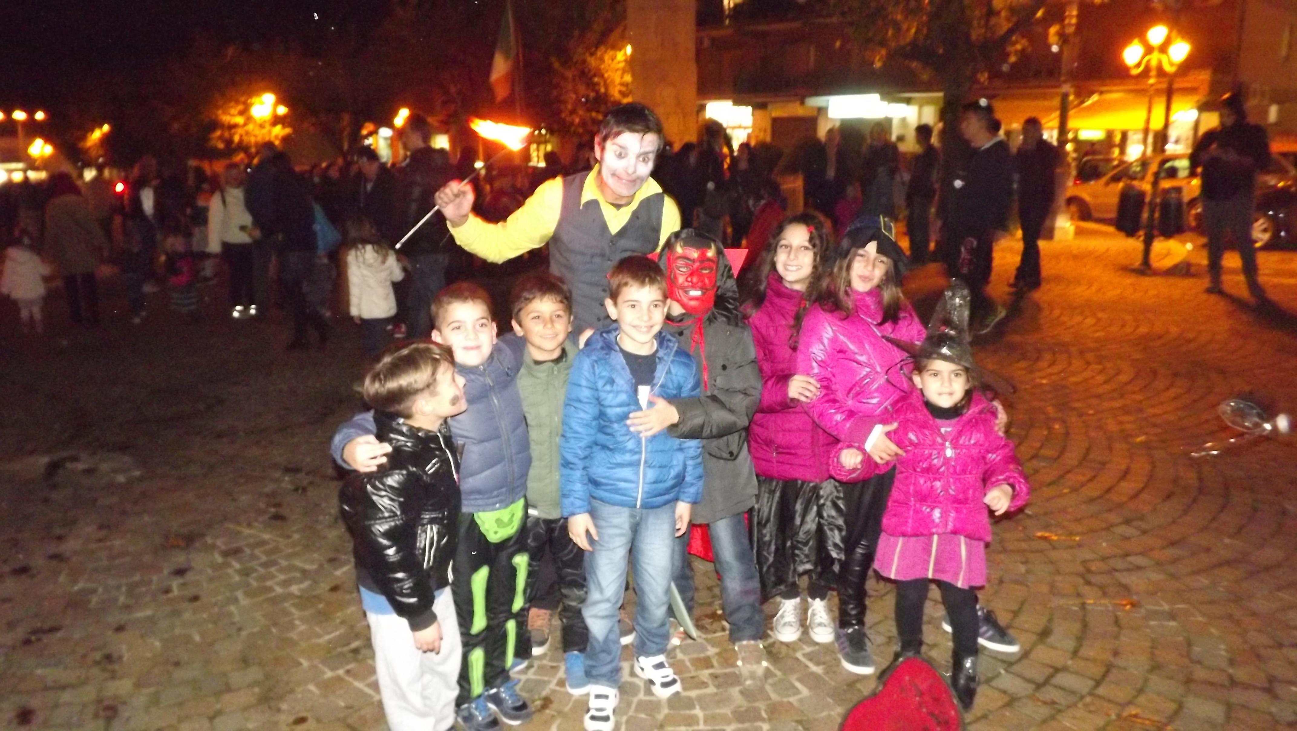 Halloween Gruppo.Halloween In Piazza Santa Eurosia Foto Di Gruppo Bambini
