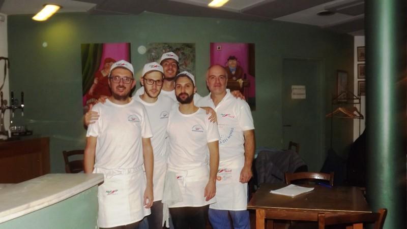 altra foto del gruppo degli allievi con il titolare della forbice Stefano Cioccari