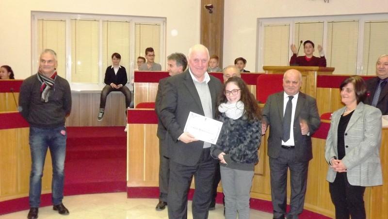 il vicesindaco di Lariano Sergio Bartoli durante una premiazione