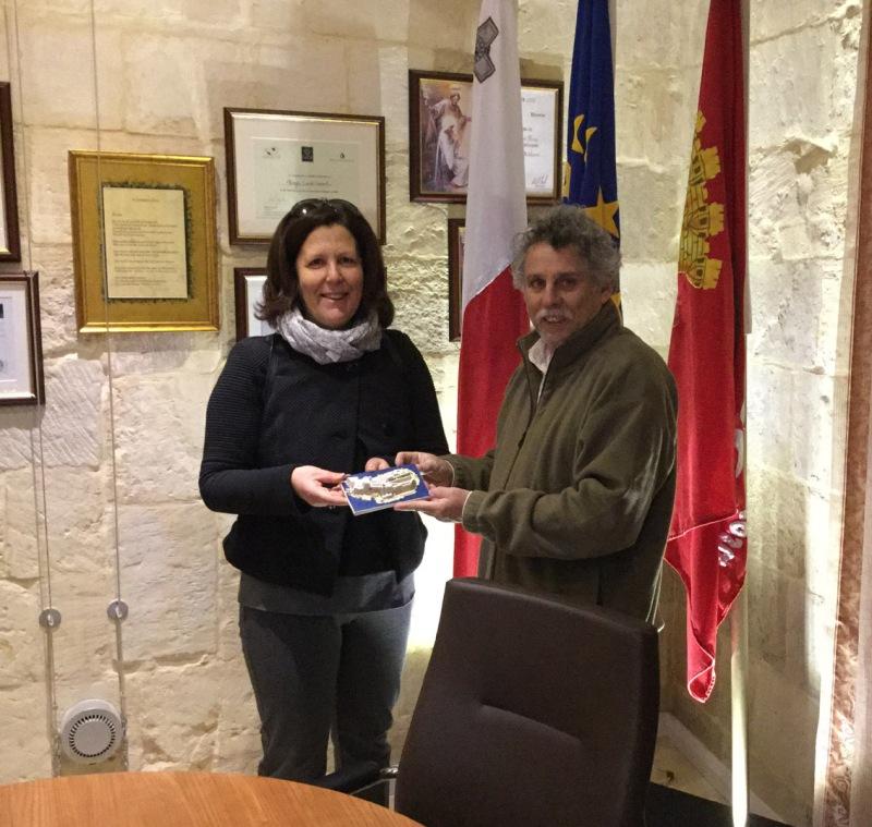 maria grazia angelucci con sindaco di malta