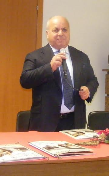 il sindaco di Lariano Maurizio Caliciotti---