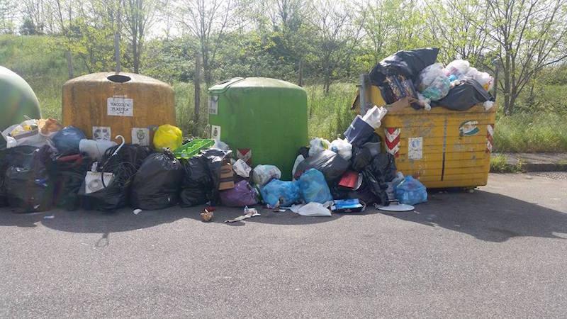 valmontone rifiuti in strada 1