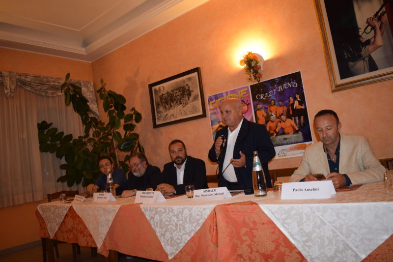 un momento della conferenza di presentazione della festa- l'intervento del sindaco di Lariano Maurizio Caliciotti