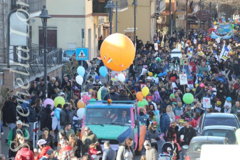 San Cesareo riscopre il Carnevale.  Migliaia di presenze in piazza Giulio Cesare
